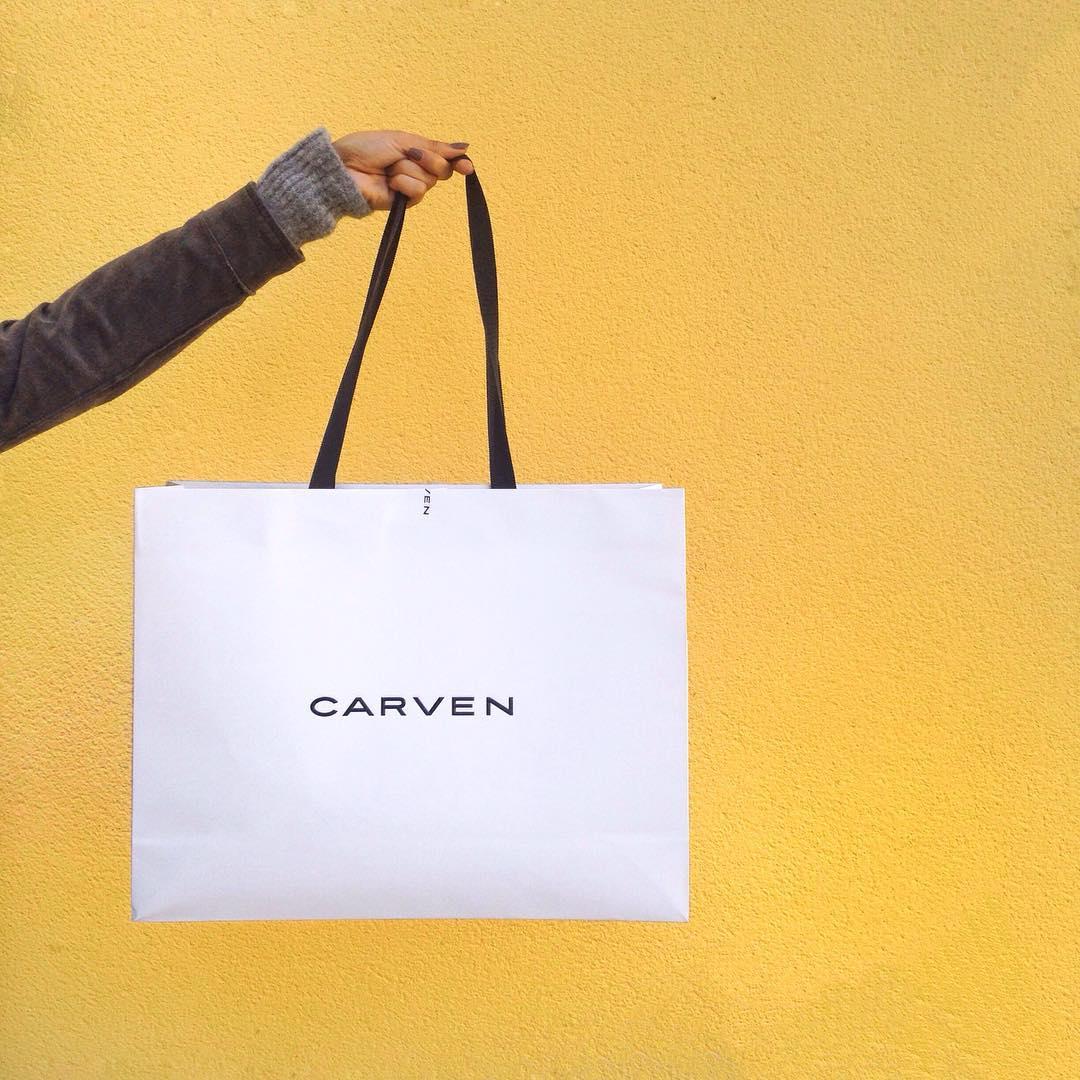 Et voilà, craquage chez @carven_paris ✔️Je vous montre ça bientôt! Trop chouette journée à @lavalleevillage avec les copines! #mavalleevillage {La journée sur Snapchat: morguix}